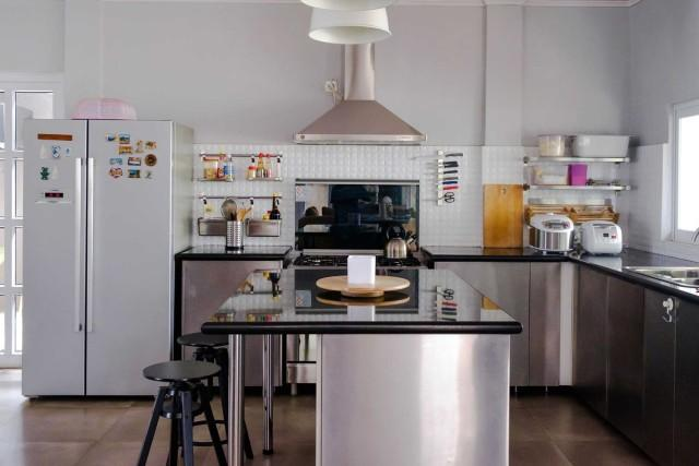 10 Inspirasi Model Meja Dapur Minimalis Yang Sangat Layak Untuk Dipertimbangkan